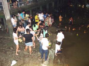 タイの祭り 灯籠流し