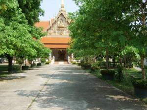 タイのお寺は厳かな雰囲気に包まれている