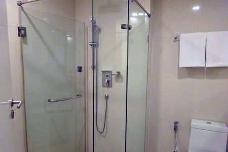 「マーヴィン スイーツ ホテル」シャワールーム