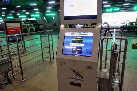 スワンナプーン空港のタクシー整理券発券機