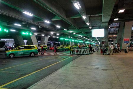 スワンナプーム国際空港1F タクシーレーン
