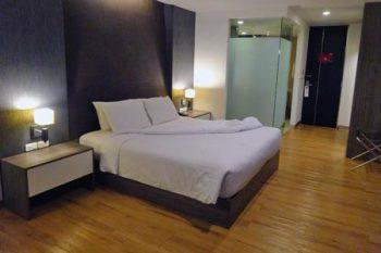「トリニティ シーロム ホテル」ベッド