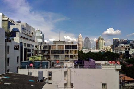 「トリニティ シーロム ホテル」からの眺め