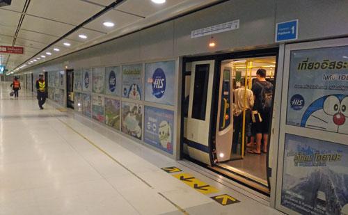 スワンナプーム国際空港駅のプラットフォーム