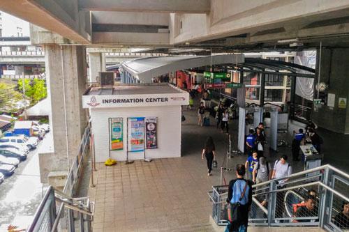 ARL「パヤタイ駅」とBTSスカイトレインの連絡通路