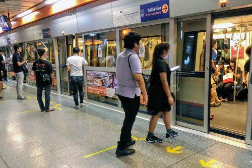バンコクMRT地下鉄プラットフォーム