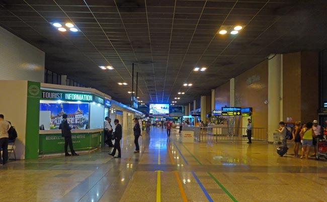 「ドンムアン空港」国際線到着ロビー