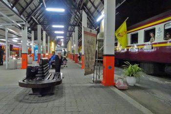 タイ国有鉄道の「ドンムアン駅」